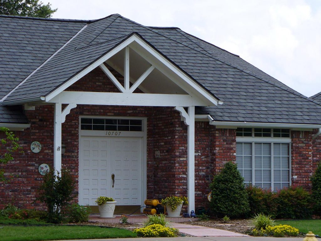 Grand Manor Colonial Slate On Red Brick